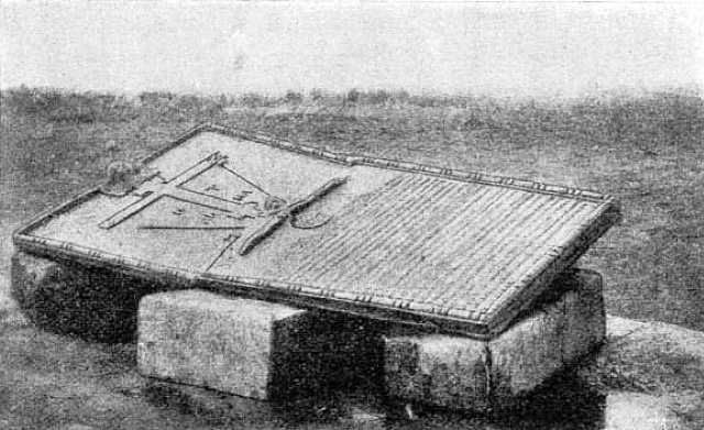 Надгробие графа Антона Богдановича де Бальмена, начало ХХ века.