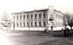 Бывшая гостиница «Лувр» (владел ею И. И. Гюберт), 80-е годы ХХ века.