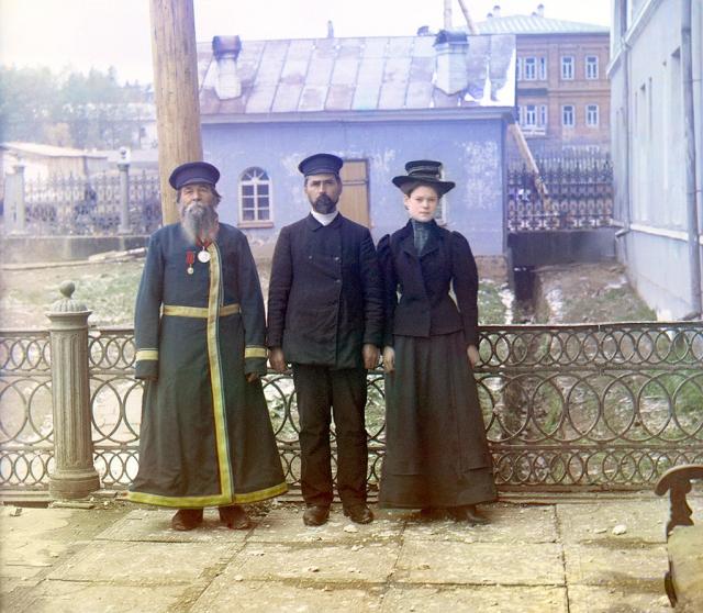 Три поколения. А.П. Калганов с сыном и внучкой. Златоуст, 1910