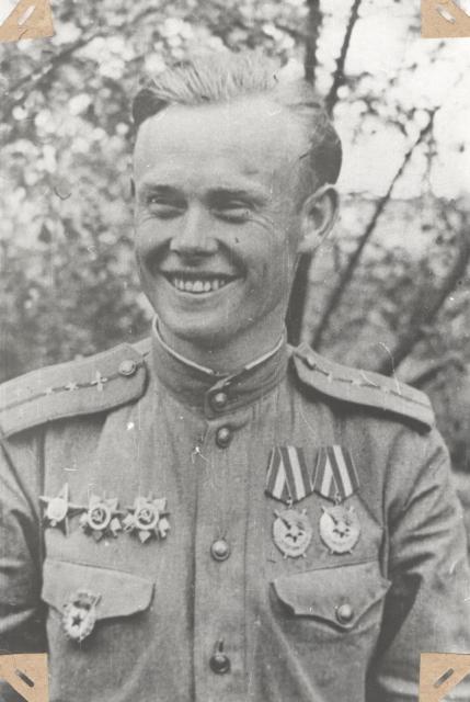После награждения вторым орденом Красного Знамени летом 1945 года.