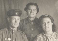 С родными 3 июля 1944 года