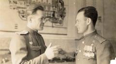 Ю.Головин и Однобоков, Псков, 1946