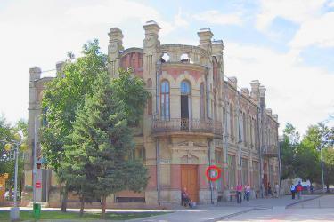 Прикрепленное изображение: Дом детского творчества. Красным кружком указано место установки мемориальной доски.jpg