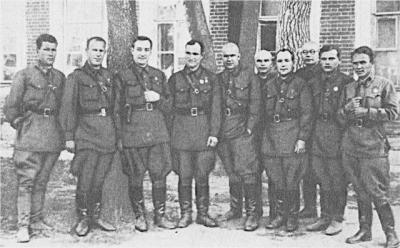 Прикрепленное изображение: Группа оперативных работников Орловского управления НКВД_Брянцев справа.jpg