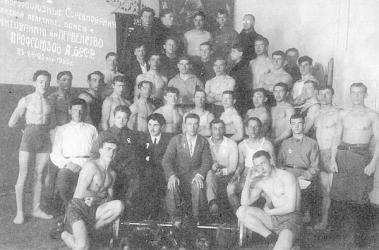 Прикрепленное изображение: Г.Н.Сатиров (во втором ряду третий справа) среди участников спортивных соревнований на первенство профсоюзов Башкирской АССР.jpg