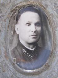 Прикрепленное изображение: Козейчук Иван Лукич - фото на памятнике_1.jpg