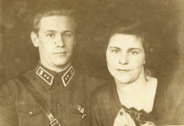 Прикрепленное изображение: Назаровы Михаил Филиппович и Лидия Александровна Псков 1936 г_1.jpg