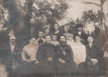 Прикрепленное изображение: Снимок хора, певчих и причта Пантелемоновской церкви города Георгиевска 5 октября 1934 года_1.jpg