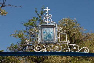 Прикрепленное изображение: Образ Николая Чудотворца над воротами ограды Богородицкой церкви в станице Лысогорская.jpg