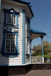 Прикрепленное изображение: Крыльцо северного входа Богородицкой церкви в станице Лысогорская.jpg