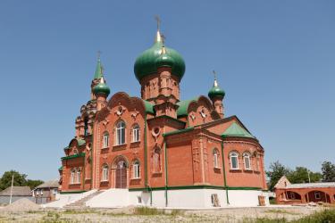 Прикрепленное изображение: Вид на алтарную часть новой Михаило-Архангельская церкви в станице Незлобная.jpg