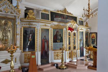 Прикрепленное изображение: Боковой иконостас Никольского собора.jpg