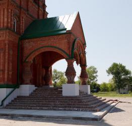 Прикрепленное изображение: Паперть новой Архангельской церкви в станице Незлобная.jpg