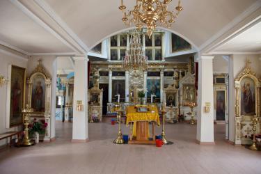 Прикрепленное изображение: Интерьер Никольского собора в городе Георгиевск, вид из трапезной на алтарь.jpg