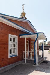 Прикрепленное изображение: Крыльцо северного входа Никольского собора в городе Георгиевск.jpg